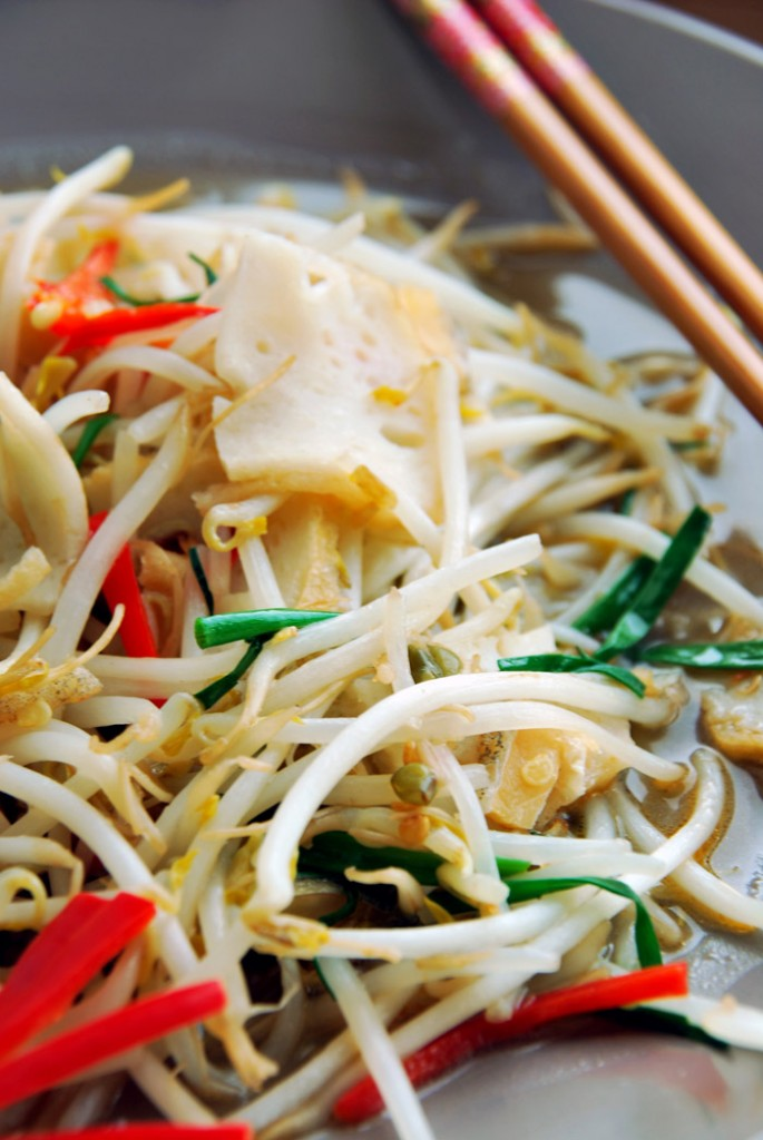 Crunch Time With Stir-Fried Bean Sprouts & Salted Fish | Hungry Peepor